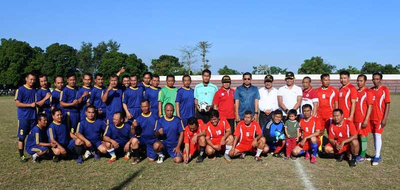 Foto bersama Jarianto dan Forkopimda sebelum pertandingan dimulai.