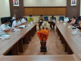 Komisi C saat rapat bersama Dinsos KBPP dan PA Kabupaten Tulungagung di Ruang Aspirasi Kantor DPRD Tulungagung, Rabu (22/4).