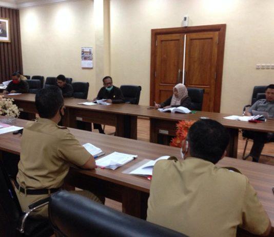 Komisi A DPRD Tulungagung saat melakukan pembahasan LKPJ Bupati tahun 2019 bersama pada Camat di Ruang Aspirasi Kantor DPRD Tulungagung, Senin (27/4).