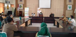 Pimpinan dan anggota Komisi C DPRD Tulungagung ketika berkunjung ke Posko Kesehatan Kantor Dinkes Kabupaten Tulungagung, Senin (27/4).