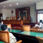 Suasana simulasi rapat paripurna dengan teleconference yang dipandu Budi Fatahillah, Kamis (9/4).