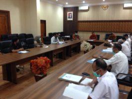 Komisi C saat menggelar hearing penuntasan pembahasan LKPJ Bupati Tulungagung 2019 di Ruang Aspirasi Kantor DPRD Tulungagung, Rabu (6/5).