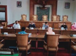 Komisi D saat hearing bersama Dinas Pariwisata dan Kebudayaan Kabupaten Tulungagung, Kamis (4/6).
