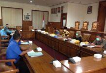 Komisi C saat hearing bersama pimpinan BUMD milik Pemkab Tulungagung di Ruang Graha Wicaksana, Senin (6/7).