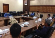 Faruuq Trifauzi saat melakukan pertemuan dengan pimpinan dan anggota Komisi B DPRD Kabupaten Magetan di Ruang Aspirasi Kantor DPRD Tulungagung, Jumat (17/7).