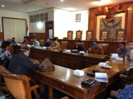 Pertemuan antara pimpinan dan anggota tiga komisi DPRD Tulungagung dan DPRD Kabupaten Blora berlangsung di Ruang Graha Wicaksana Kantor DPRD Tulungagung, Jumat (17/7).