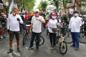 Marsono foto bersama anggota Forkopimda Tulungagung ditengah gowes bareng.