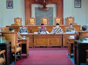 Pimpinan dan anggota Komisi C juga melakukan hearing dengan OPD mitra kerja mereka di Ruang Graha Wicaksana, Kamis (5/11).