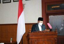 Renno Mardi Putra saat menyampaikan 20 ranperda yang masuk Propemperda tahun 2021 dalam sidang paripurna DPRD Tulungagung, Sabtu (28/11) sore.