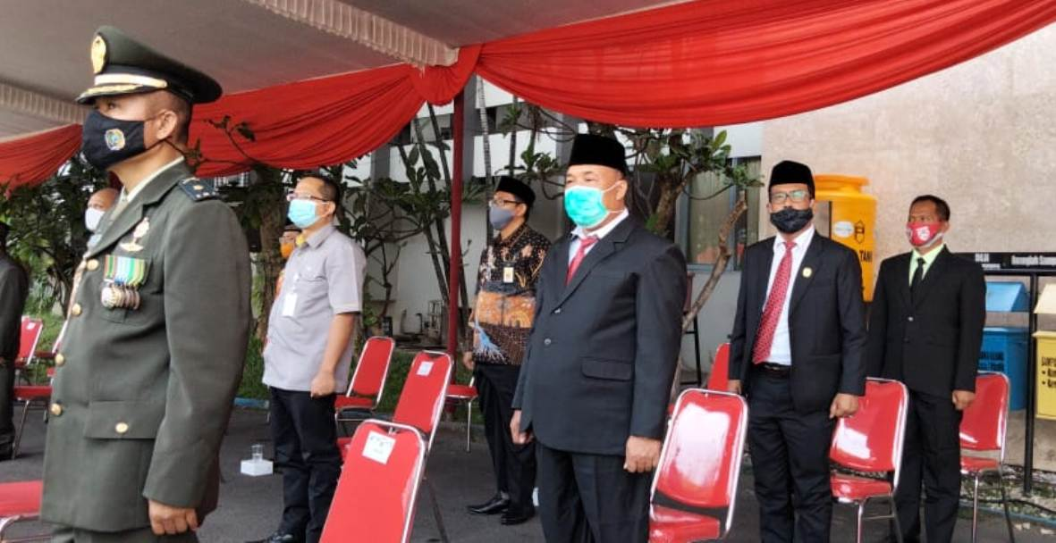 Wakil Ketua DPRD Tulungagung, Adib Makarim dan Ahmad Baharudin juga hadir dalam upacara tersebut.