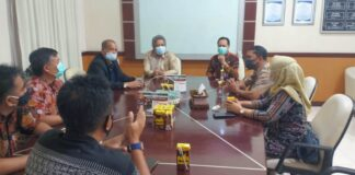 Pimpinan dan anggota Komisi C DPRD Tulungagung saat berkoordinasi dengan Direktur RSUD dr Iskak, dr Supriyanto SpB FINACS MKes, Selasa (1/12).
