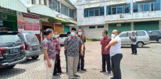 Pimpinan dan anggota Komisi C DPRD Tulungagung melihat aset komplek pertokoan Belga yang masih dalam sengketa banding di pengadilan, Kamis (21/1).