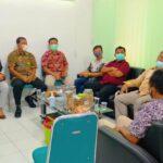 Pimpinan dan anggota Komisi C DPRD Tulungagung saat melakukan kunjungan di Kantor Dinsos Kabupaten Tulungagung dan diterima oleh Kepala Dinsos Kabupaten Tulungagung, Drs Suyanto, Selasa (19/1).