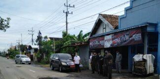 Keadaan ruas jalan yang rusak saat disidak pimpinan dan anggota Komisi D DPRD Tulungagung, Rabu (27/1).