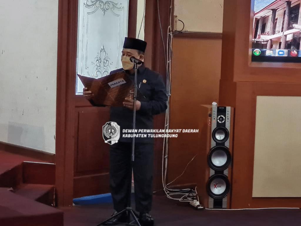 H Sukanto membacakan penetapan bakal calon menjadi calon Wakil Bupati Tulungagung Sisa Masa Jabatan Tahun 2018-2023