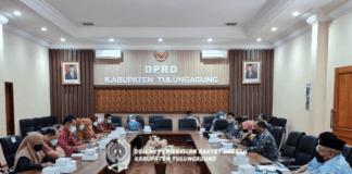 Rapat Pansus I yang membahas Ranperda tentang Perubahan Atas Peraturan Daerah Nomor 9 Tahun 2013 tentang Disiplin Pegawai Negeri Sipil (PNS) berlangsung di Ruang Aspirasi Kantor DPRD Tulungagung, Jumat (3/9).
