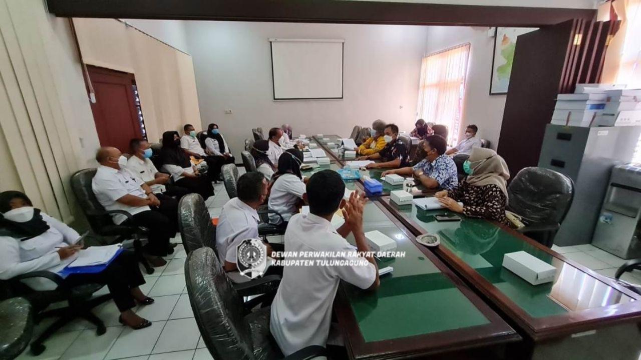 Komisi C saat melakukan hearing di ruang rapat Komisi C, Rabu (15/9).