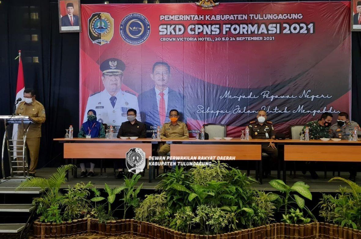 Renno saat melakukan pemantauan pelaksanaan ujian CPNS Pemkab Tulungagung bersama Bupati Maryoto Birowo dan anggota Forkopimda.