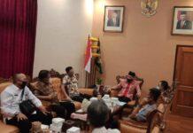 Marsono saat menerima empat pimpinan DPRD Kabupaten Probolinggo di Ruang Kerja Ketua DPRD Tulungagung, Rabu (5/8).