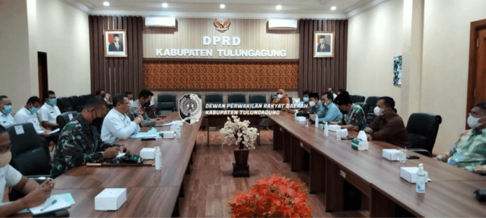 Pimpinan DPRD Tulungagung saat melakukan rakor penanganan Covid-19 dengan pimpinan Satgas Percepatan Penanganan Covid-19 Kabupaten Tulungagung, Rabu (1/9).