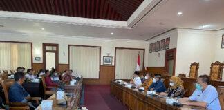 Ahmad Baharudin dan Komisi B DPRD Tulungagung saat melakukan audiensi dengan nelayan, Rabu (8/9) lalu.